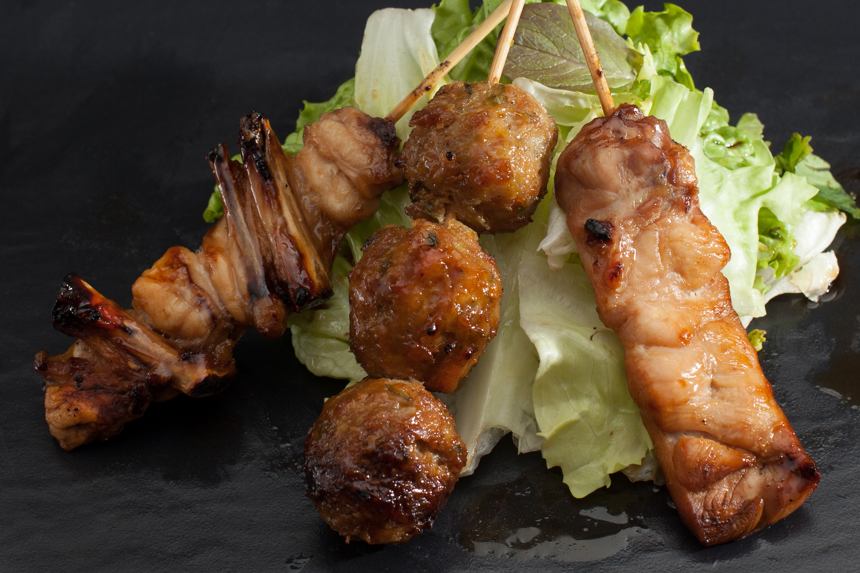 18 3 brochettes poulet boulette et aile